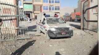 Pakistan'da polis aracına bombalı saldırı! Çok sayıda yaralı var