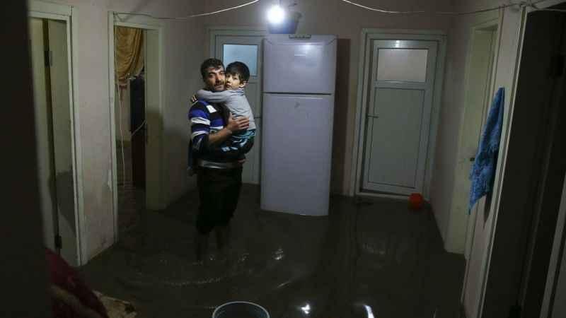 İstanbul'da sağanak su baskınlarına neden oldu