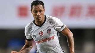Beşiktaş'ta Adriano'ya sürpriz talip!