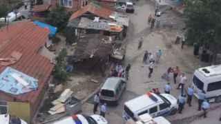 Kavgayı ayırmaya gelen polislere saldırdılar: 3 polis yaralı