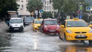 İstanbul yağmura teslim oldu: Beykoz'da su baskını